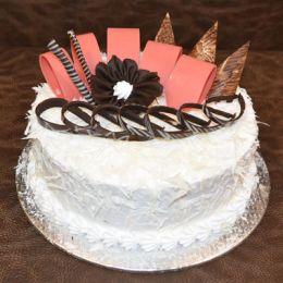 Arractive_white_chocolate_cake